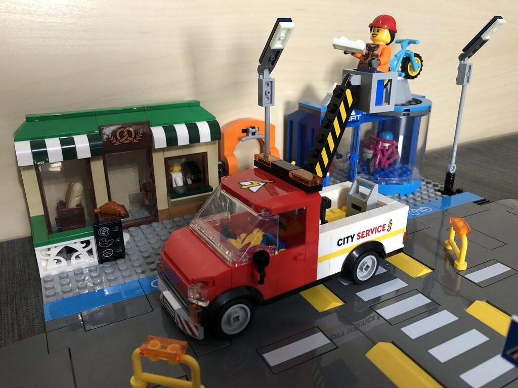 Servicefahrzeug im Einsatz auf der Shopping Street