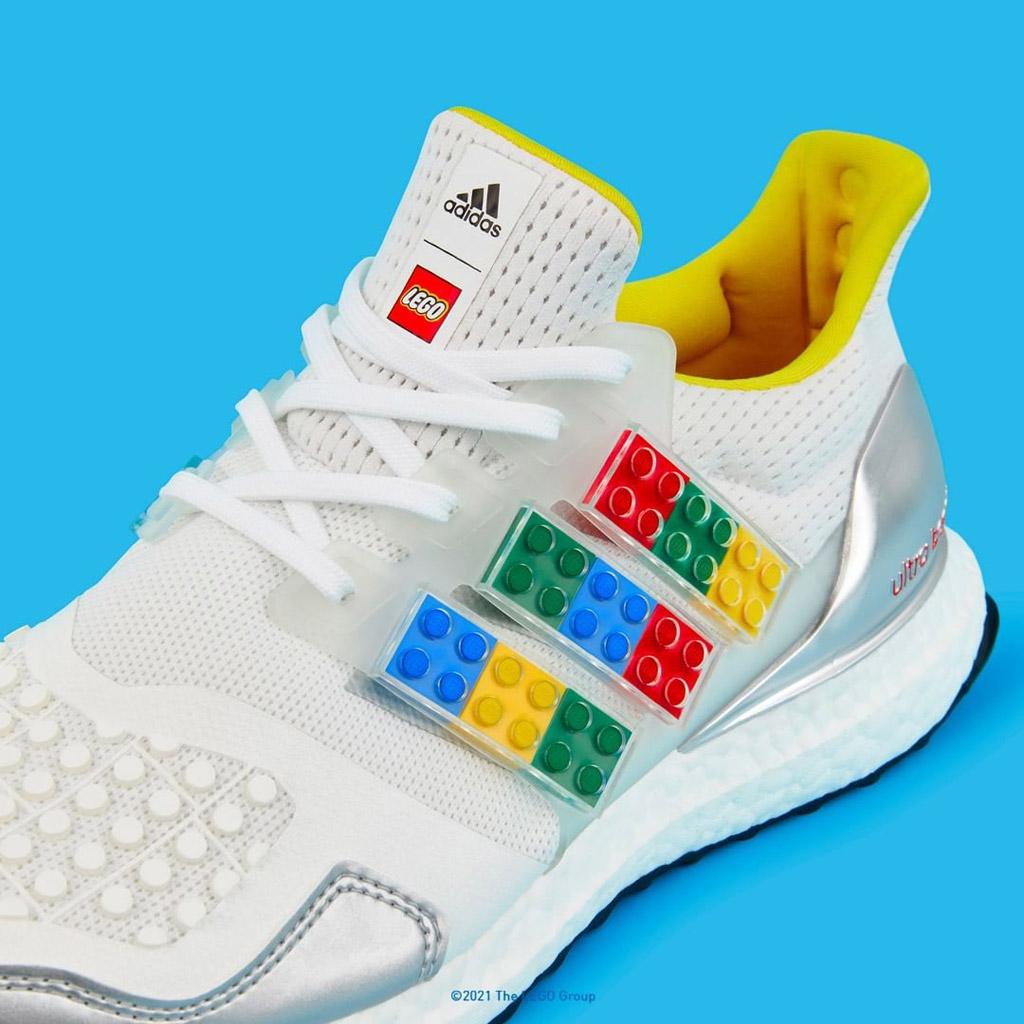 ADIDAS ULTRABOOST DNA X LEGO Steine am Schuh