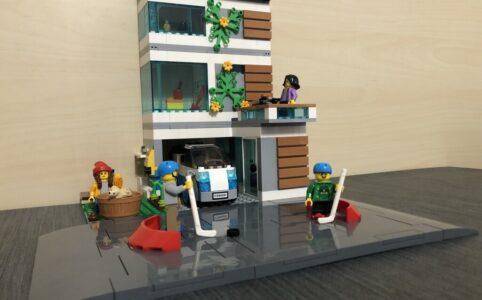 Aufgebautes LEGO Einfamilienhaus, Froschperspektive