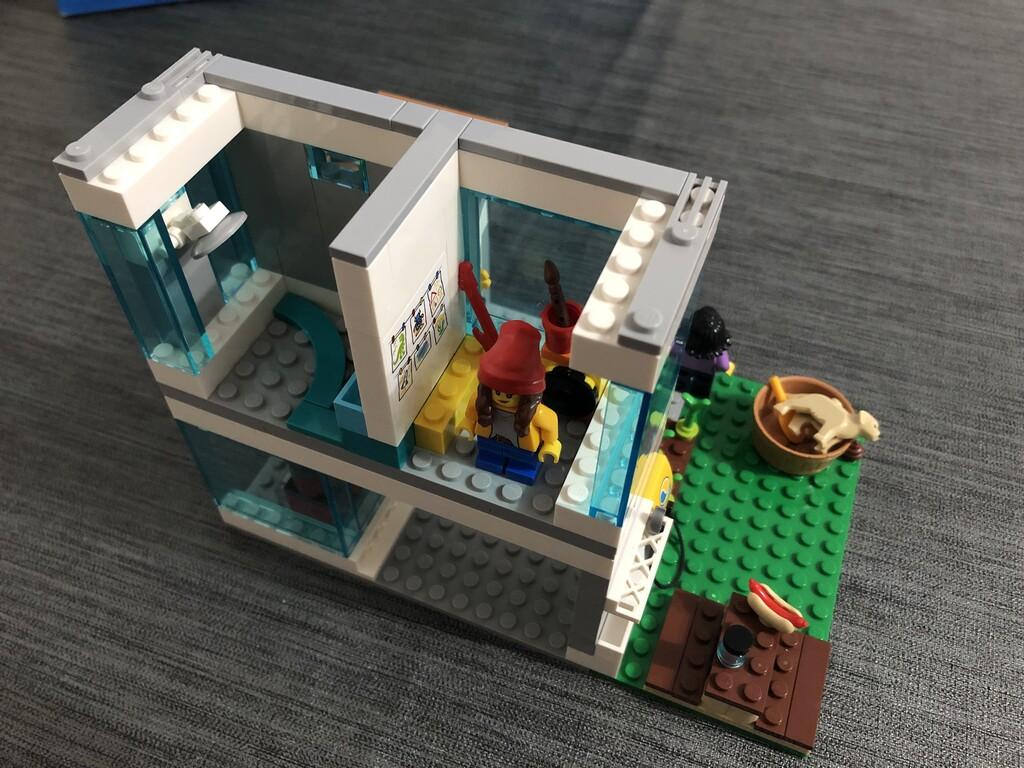 Ein Blick ins erste Obergeschoss - Kinderzimmer der Tochter und Badezimmer