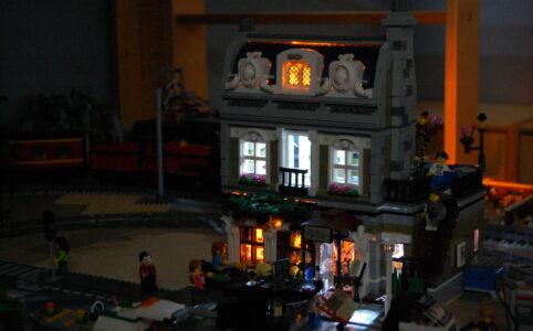 LEGO 10243 Pariser Restaurant beleuchtet